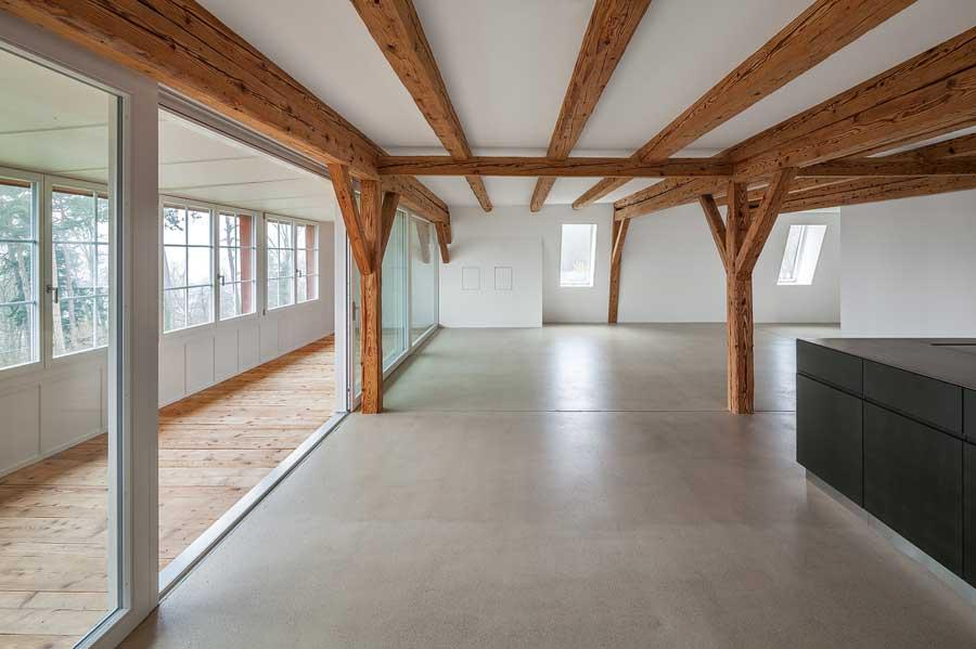 Laube, Ess- und Wohnraum Umbau und Sanierung ehemaliges Bauernhaus Maison Blanche Evilard