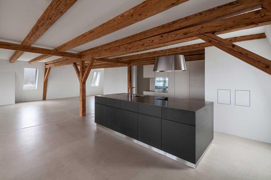 Küche und Esszimmer des Bauernhofs in Evilard