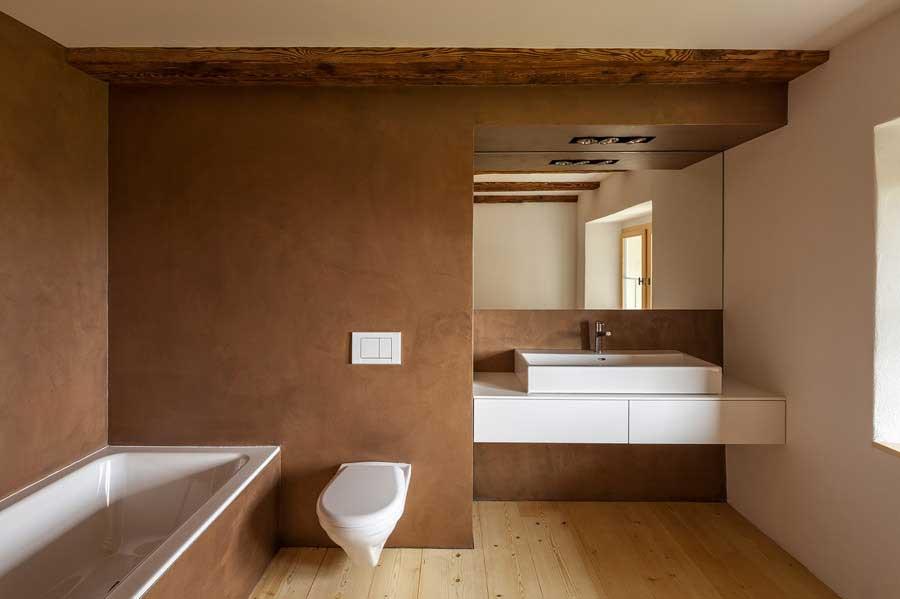 Badezimmer Umbau und Sanierung ehemaliges Bauernhaus Maison Blanche Evilard