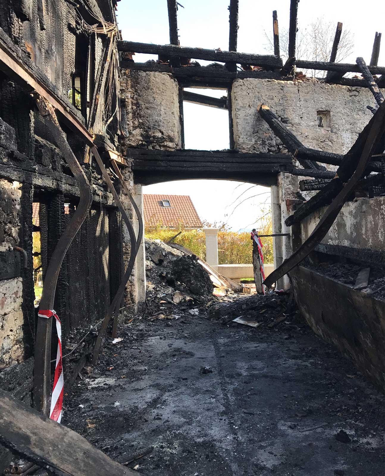 Brandruine Wiederaufbau denkmalgeschützes ehemaliges Bauernhaus Hauptstrasse Magglinggen