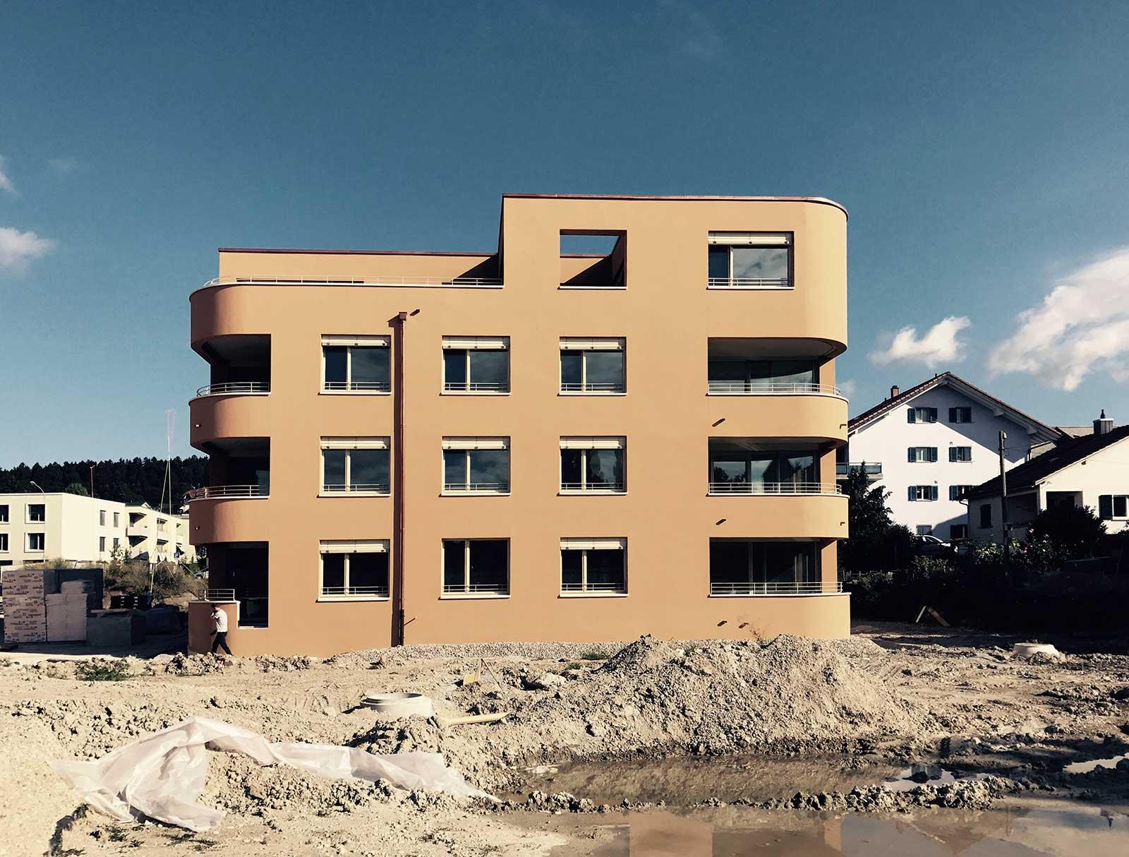 Bauplatz Südfassade Punkthaus A4 Neubau Wohnüberbauung Dorfzentrum Orpund Gottstatt