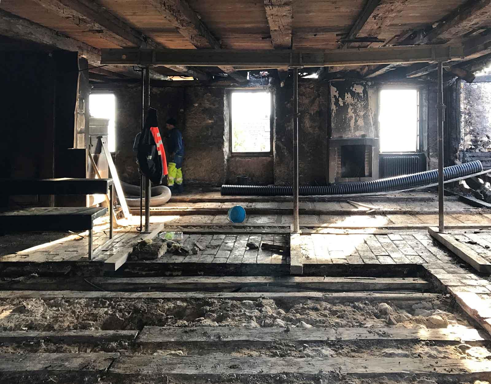 Bauplatz nach Rückbau Wiederaufbau denkmalgeschützes ehemaliges Bauernhaus Hauptstrasse Magglinggen