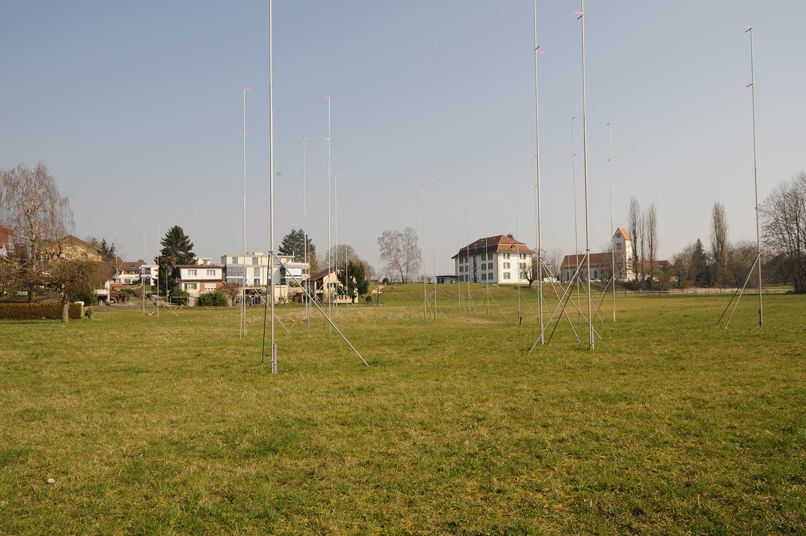Baugespann / Bauprofile Neubau Wohnüberbauung Dorfzentrum Orpund Gottstatt